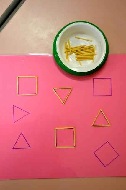 Tracer des carrés et des triangles avec des allumettes